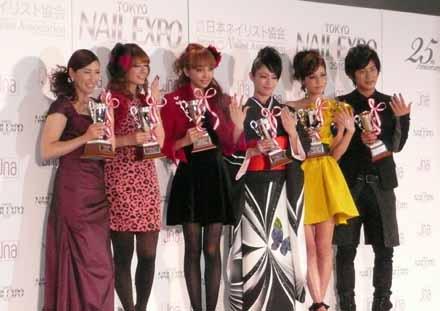 左から杉山愛さん、スザンヌさん、神田うのさん、深田恭子さん、マリエさん、溝端淳平さん