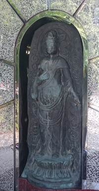 増上寺境内にある聖鋏観音像