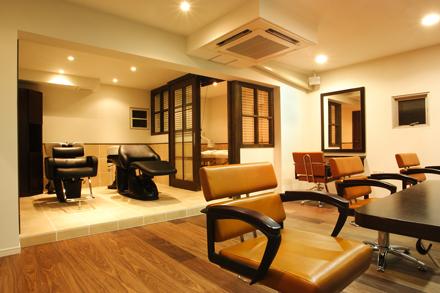天井が低い店舗物件も、広くみせる工夫をすることが、「リラクゼーションサロン」としては重要なサロン設計ポイントとなります。