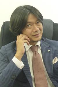 インタビューに答える野村社長(ビューティガレージ本社ビル5階)