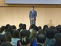 挨拶する川中凱雄 第7回エステティック学術会議会頭