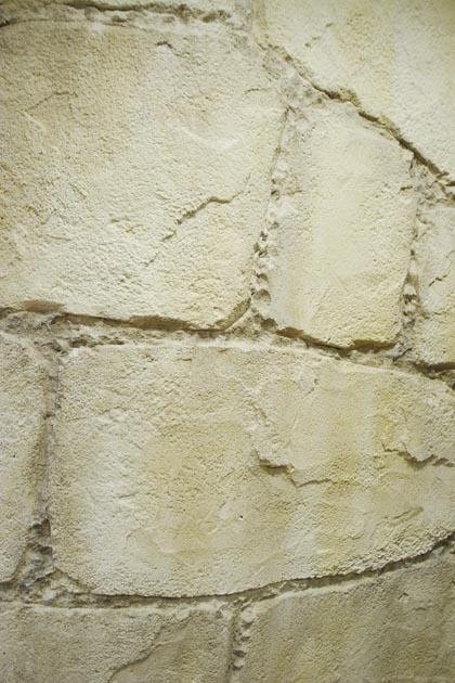 石積み風の壁。石は実際にはつかっていません。作りこみ方によっては、もっと凹凸をつけて、石の雰囲気を強調することも可能で、演出の具合の調節ができるところも人気の理由のひとつです。
