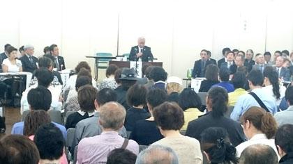 総会の冒頭、あいさつする金内光信BA東京理事長(会場は、美容会館9階)