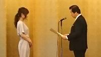 柳川郁恵選手(ネイルアート競技)を表彰