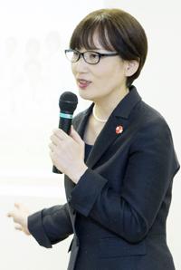 講演する野澤桂子国立がんセンター中央病院アピアランス支援センター長