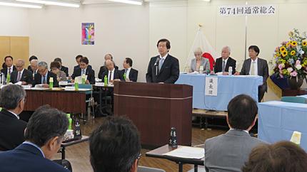 第74回総会で上程議案を説明する吉井眞人全美連理事長(会場は、美容会館9階)