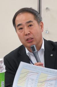 講演する久留善武シルバーサービス振興会事務局長