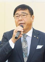 会長就任のあいさつをする福島吉範全日本美容講師会会長
