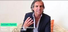 インタビューに答えるオーナーのJulien Farelさん。(『Bloomberg』より)