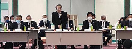理事会の冒頭、あいさつする大森利夫全理連理事長(会場は、全理連ビル9階)